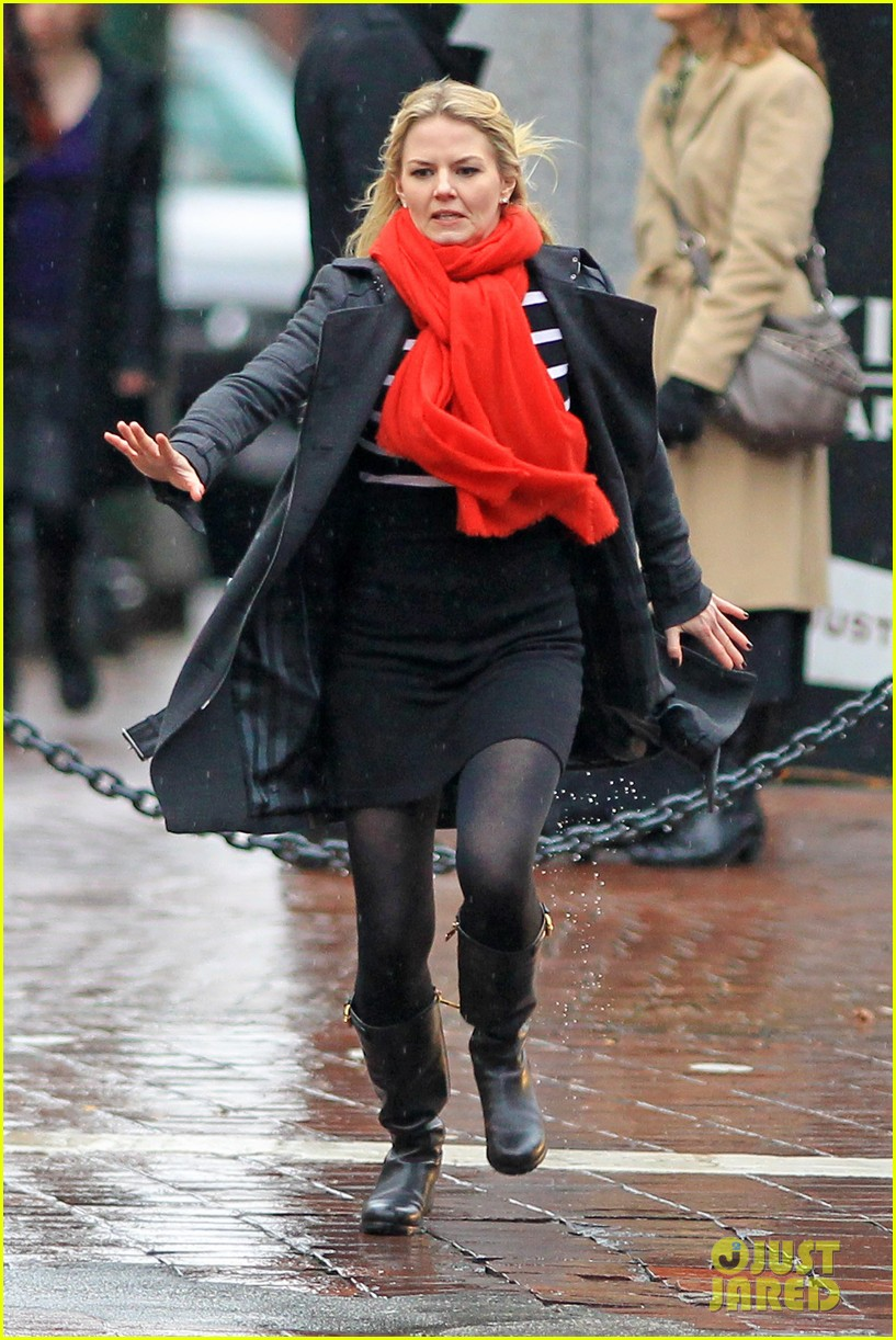 jennifer morrison runs jumps for once upon a time 10
