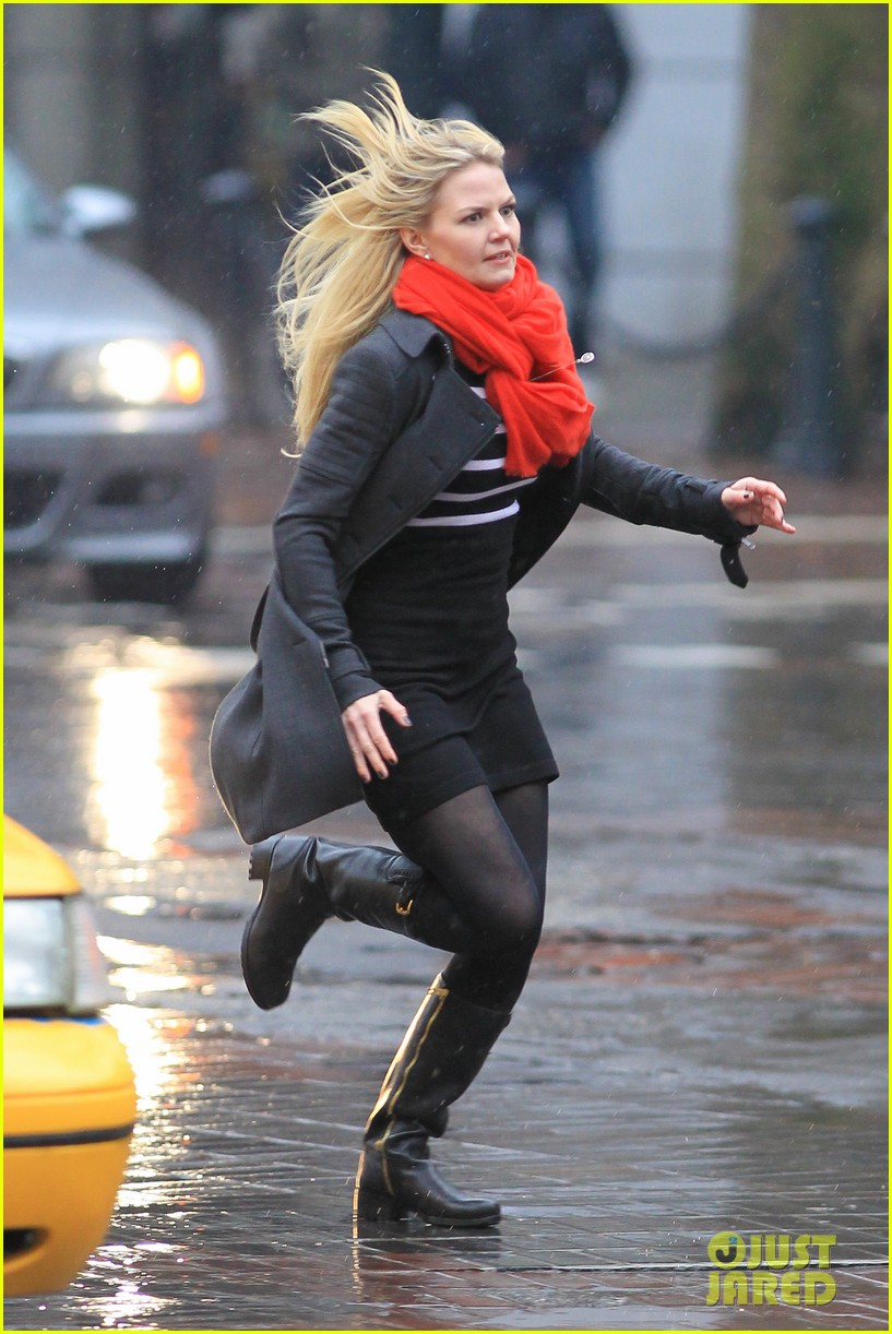 jennifer morrison runs jumps for once upon a time 162775888