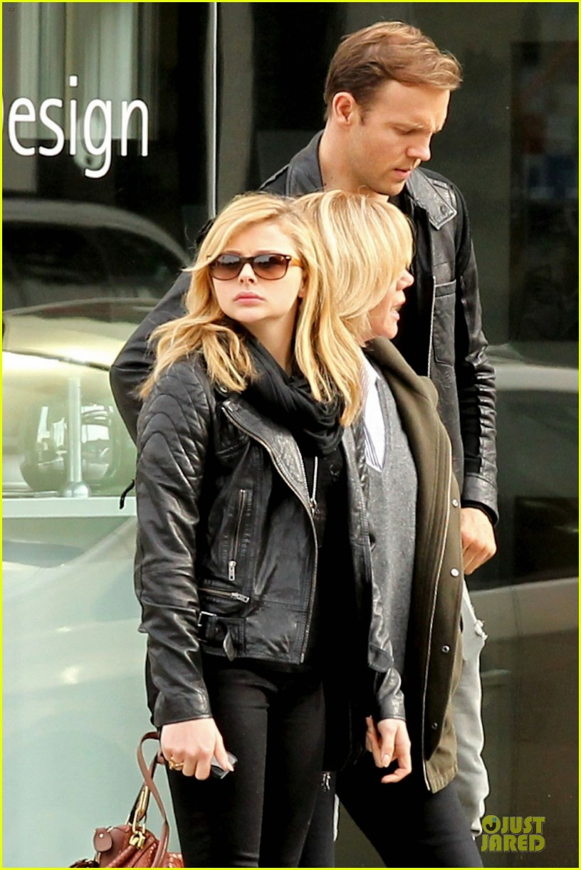 chloe moretz tweets prayers to sandy school shooting victims 042776322
