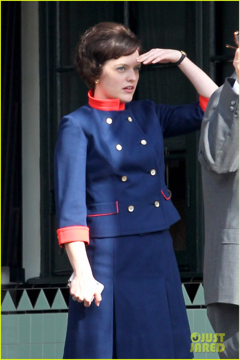 elisabeth moss mad men set with jon hamm 07
