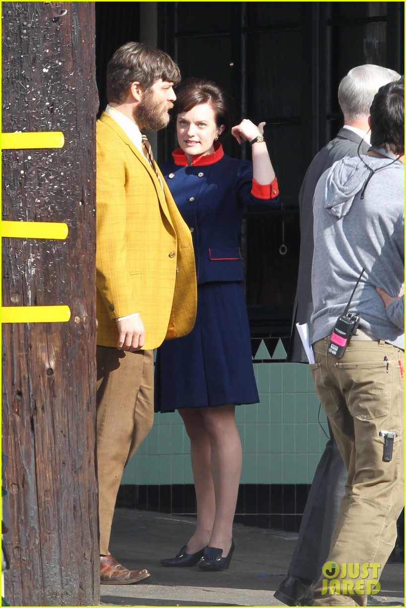 elisabeth moss mad men set with jon hamm 082769589