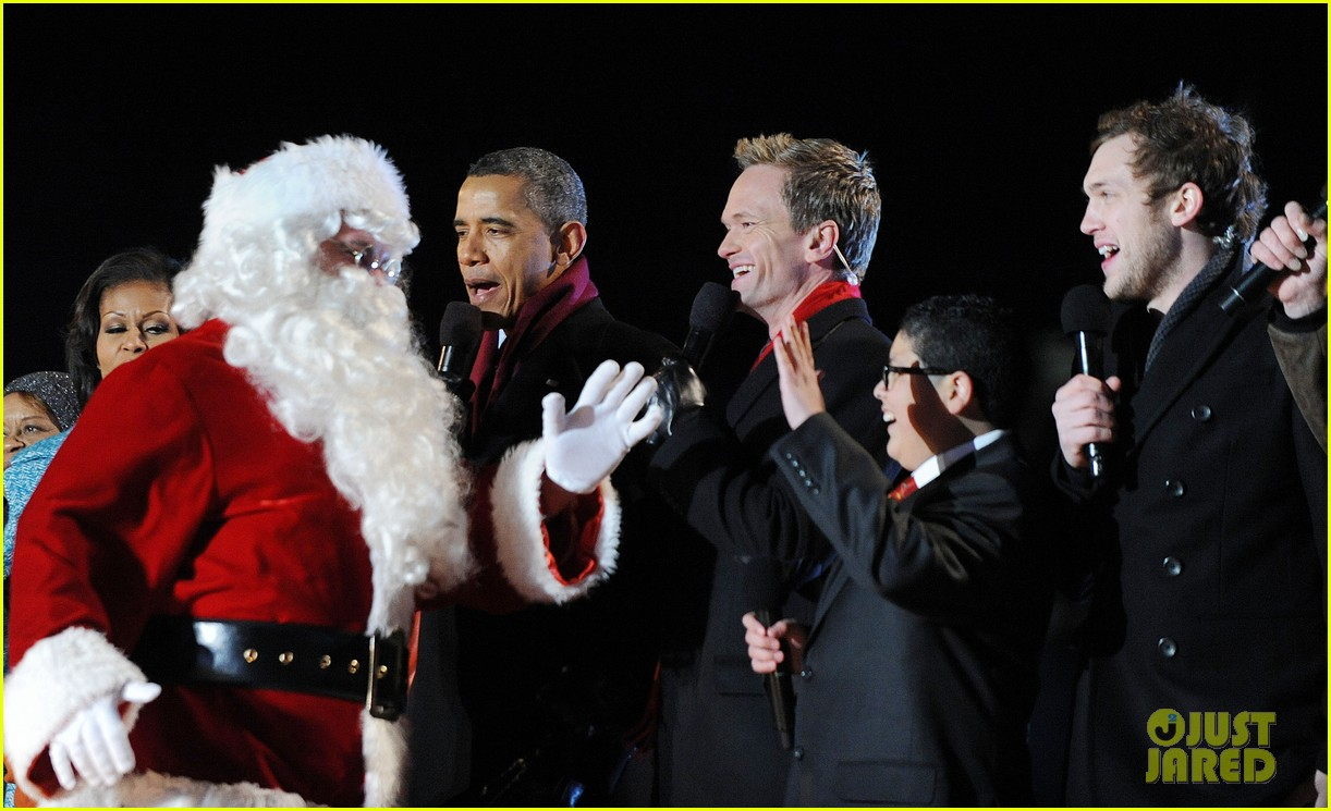 barack obama tree lighting with michelle the girls 032770676