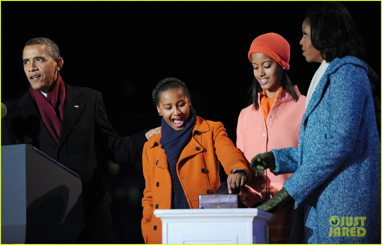 barack obama tree lighting with michelle the girls 08