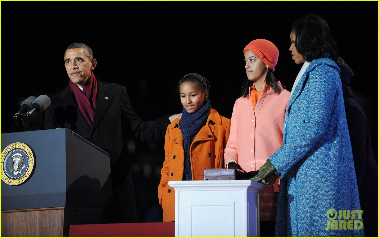 barack obama tree lighting with michelle the girls 102770683