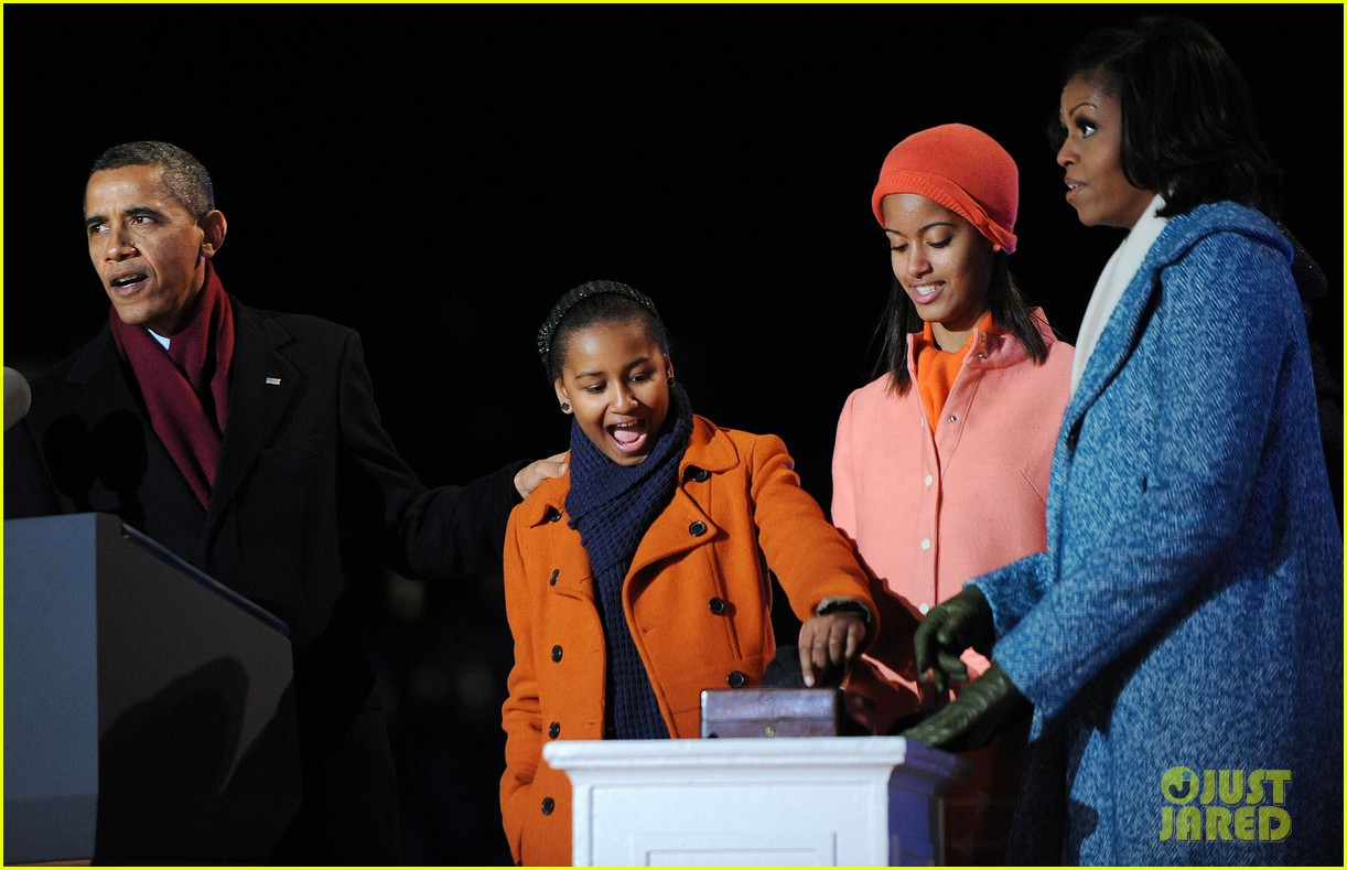 barack obama tree lighting with michelle the girls 112770684