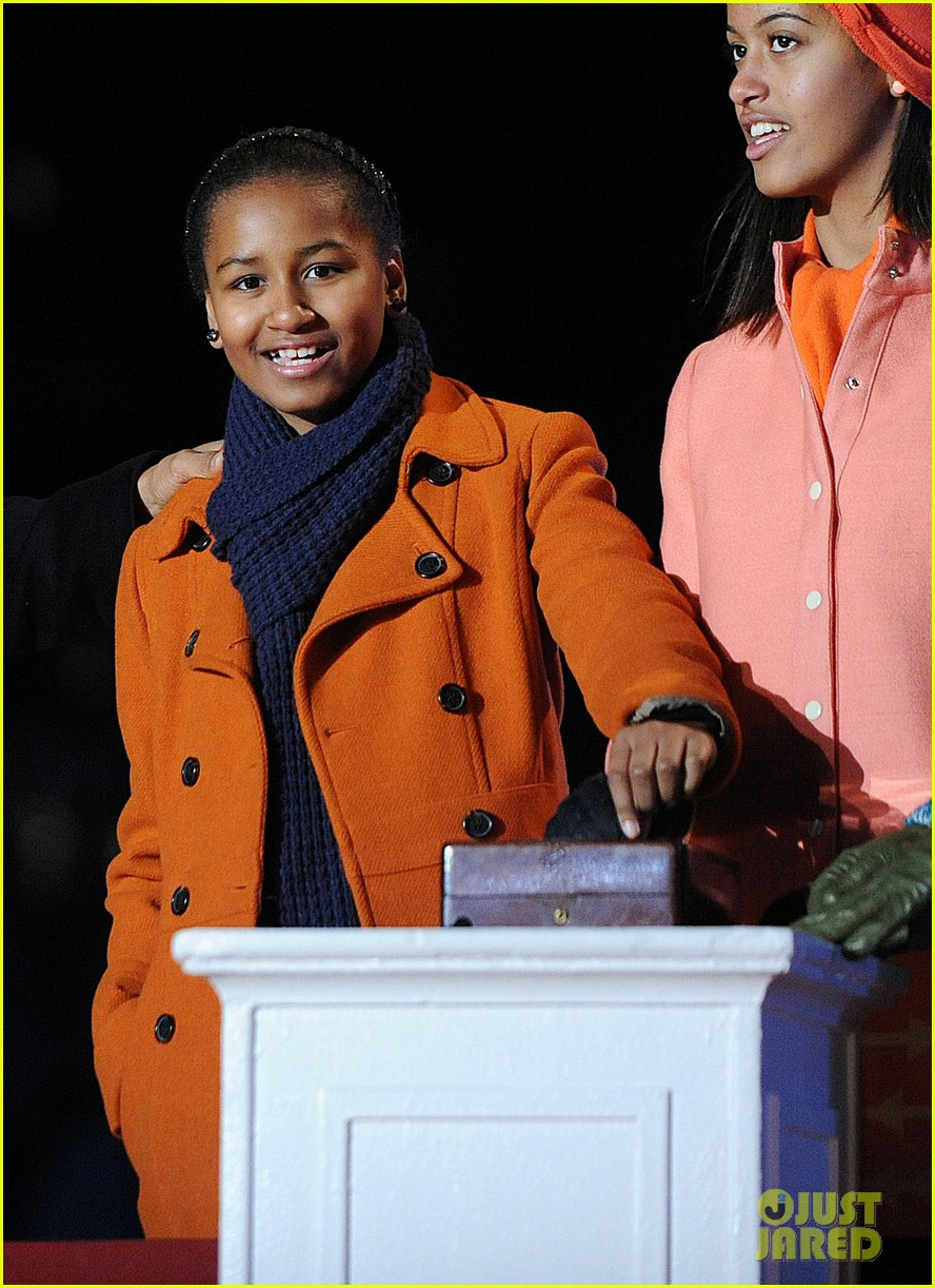 barack obama tree lighting with michelle the girls 122770685