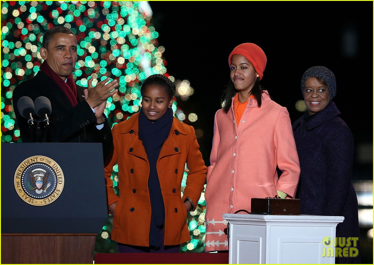 barack obama tree lighting with michelle the girls 132770686