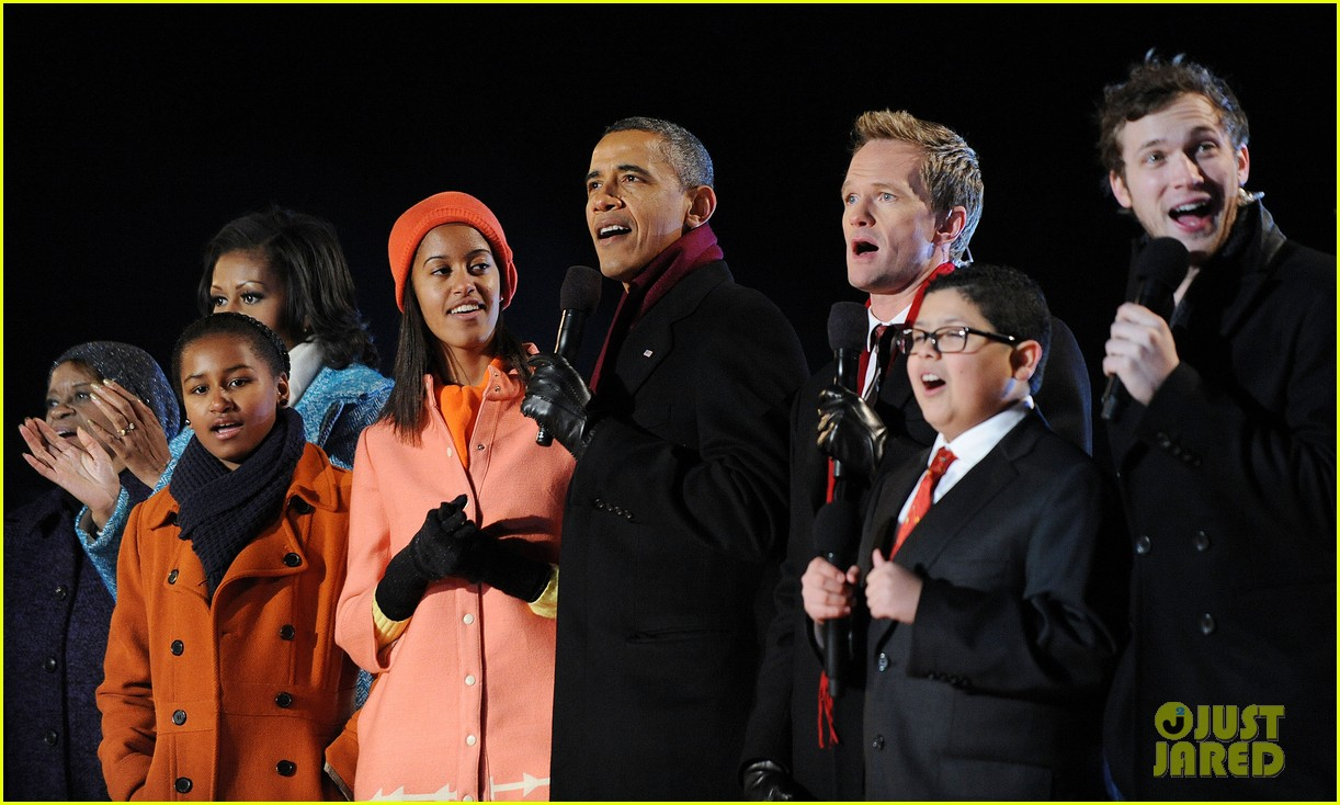 barack obama tree lighting with michelle the girls 142770687