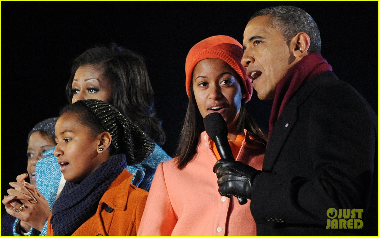 barack obama tree lighting with michelle the girls 16