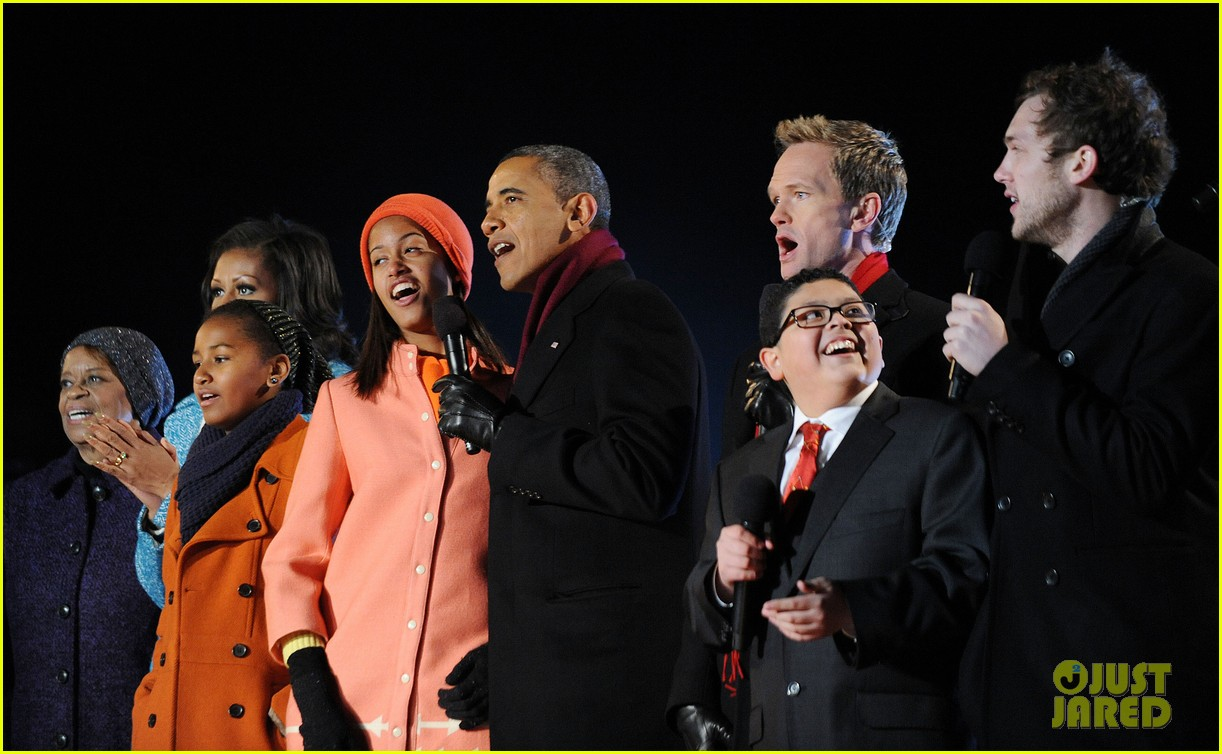 barack obama tree lighting with michelle the girls 172770690