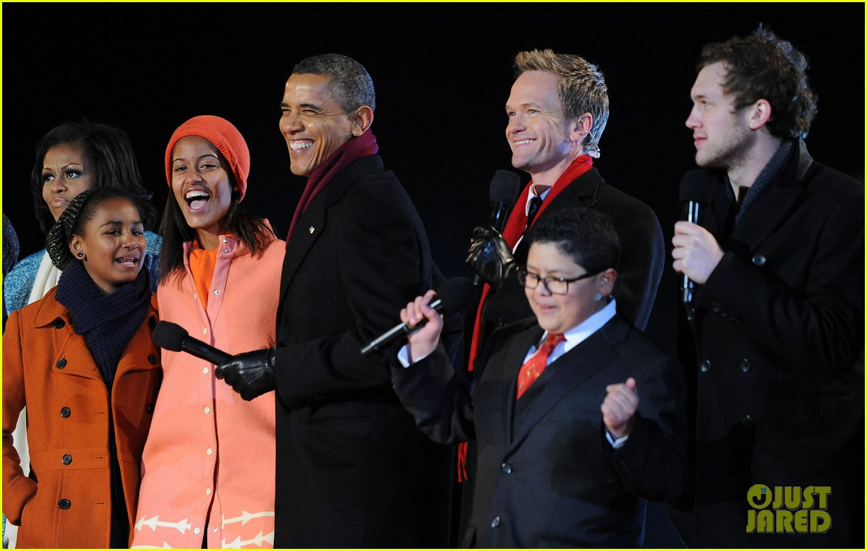 barack obama tree lighting with michelle the girls 182770691