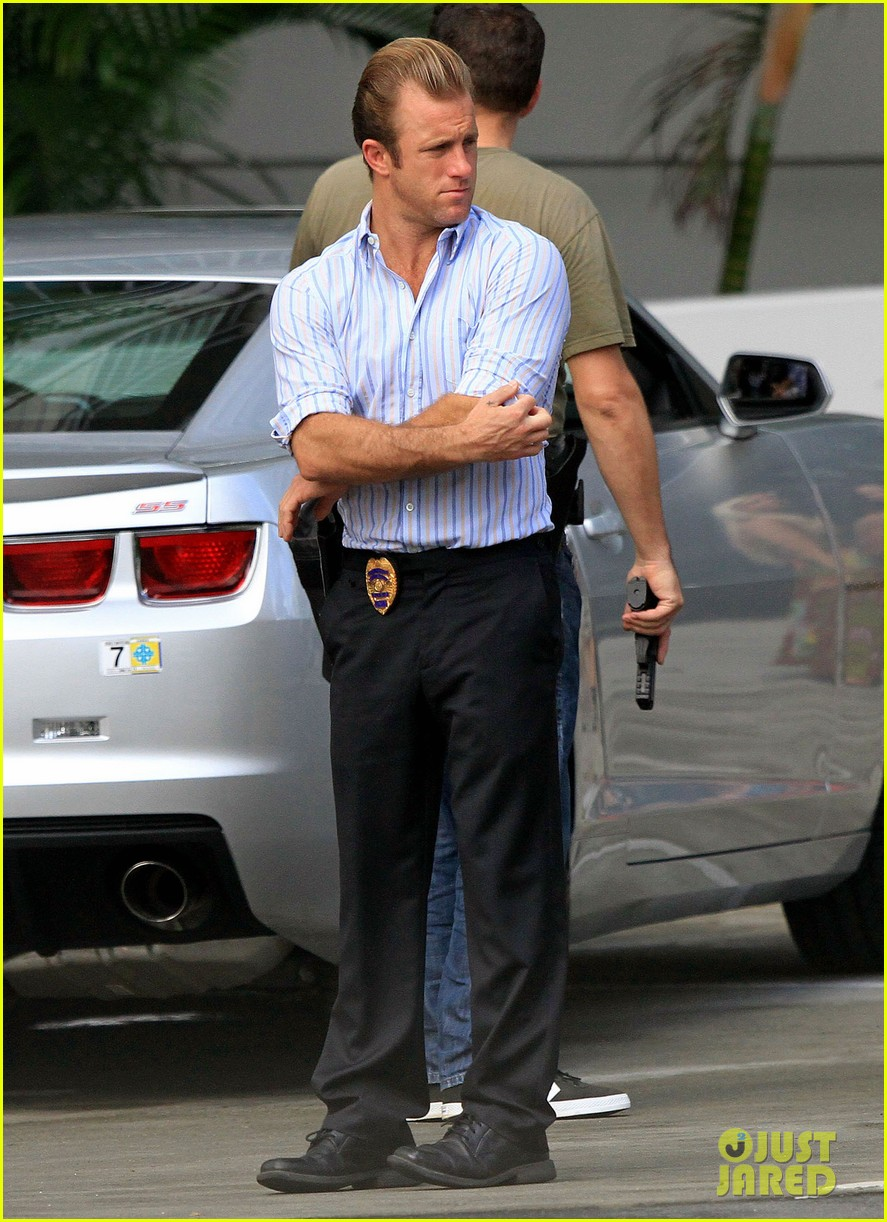 alex oloughlin hawaii feels like australia to me 032770931