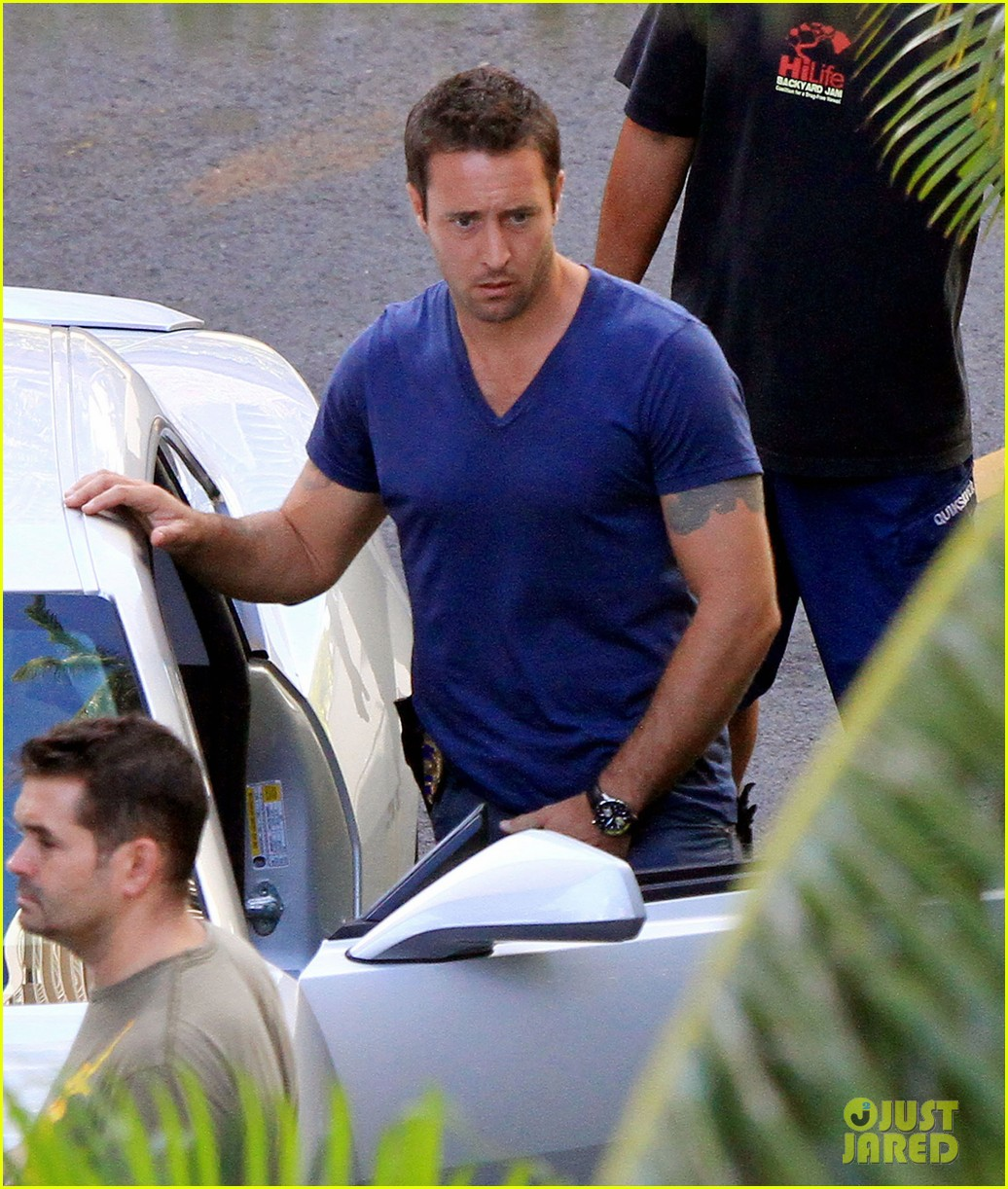 alex oloughlin hawaii feels like australia to me 132770941