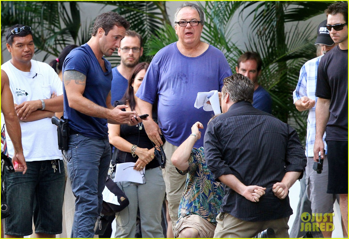 alex oloughlin hawaii feels like australia to me 152770943