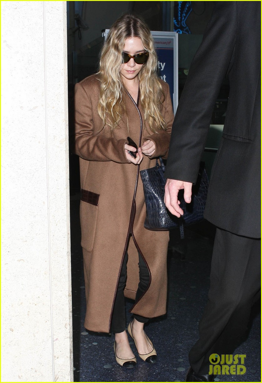 ashley olsen lands at lax after flight trouble 012773721