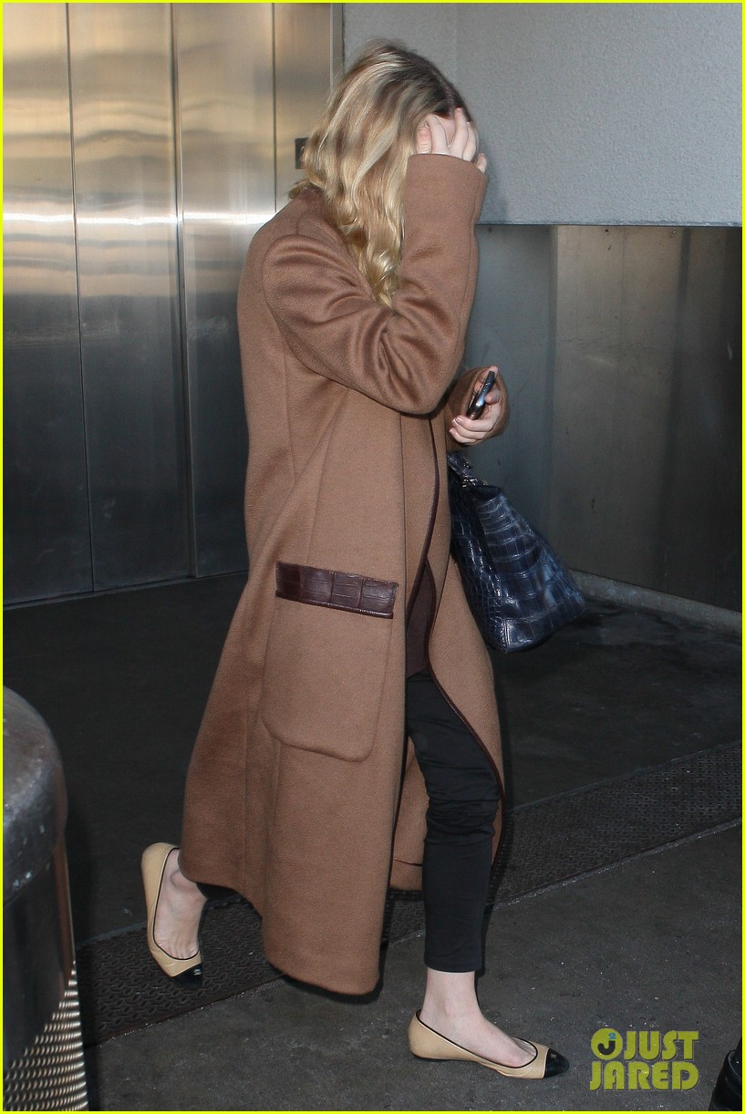 ashley olsen lands at lax after flight trouble 032773723