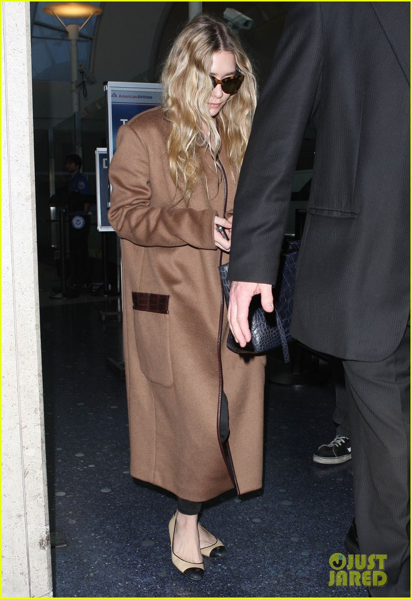 ashley olsen lands at lax after flight trouble 052773725