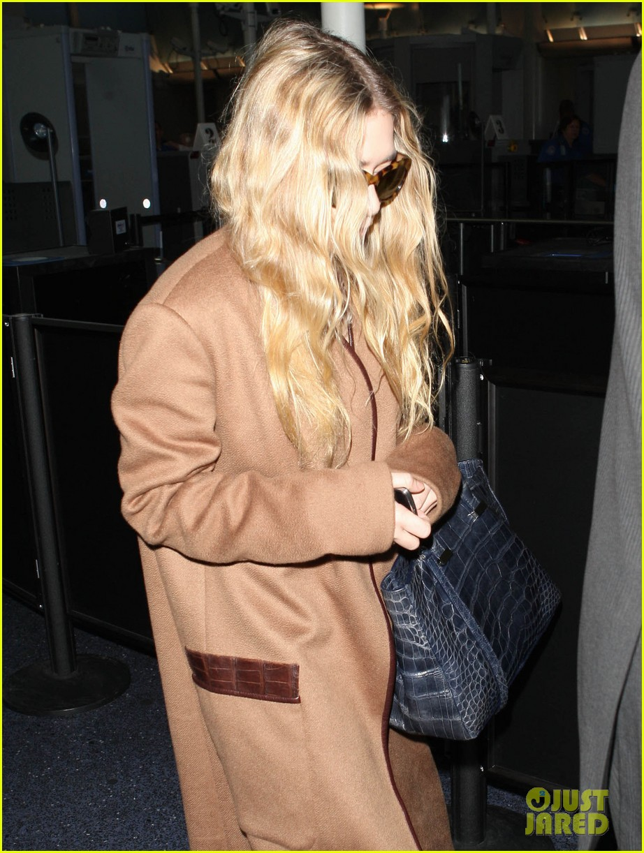 ashley olsen lands at lax after flight trouble 092773729
