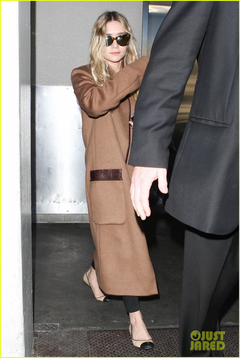 ashley olsen lands at lax after flight trouble 112773731