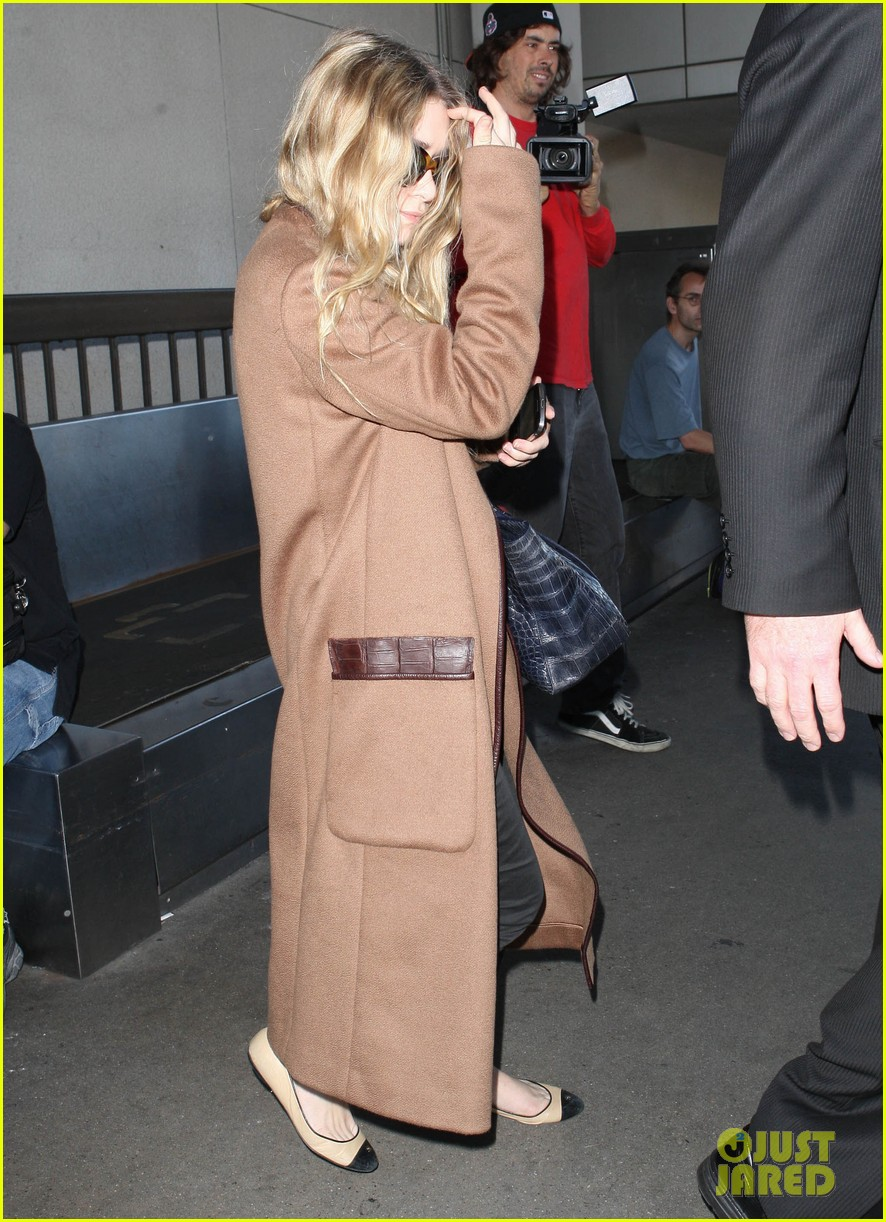 ashley olsen lands at lax after flight trouble 152773735