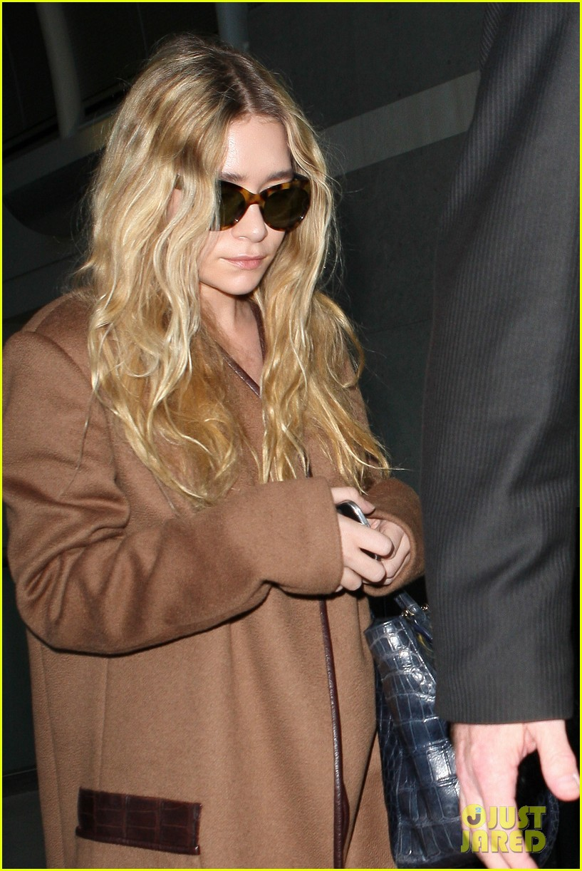 ashley olsen lands at lax after flight trouble 162773736
