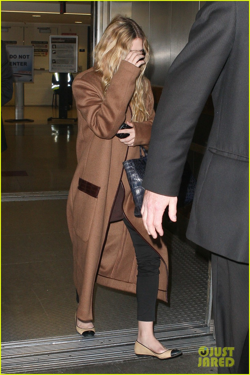 ashley olsen lands at lax after flight trouble 192773739