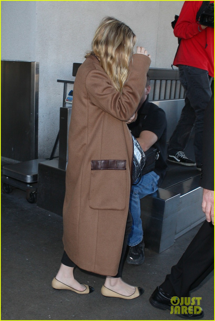 ashley olsen lands at lax after flight trouble 212773741