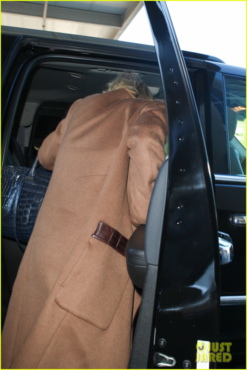 ashley olsen lands at lax after flight trouble 222773742