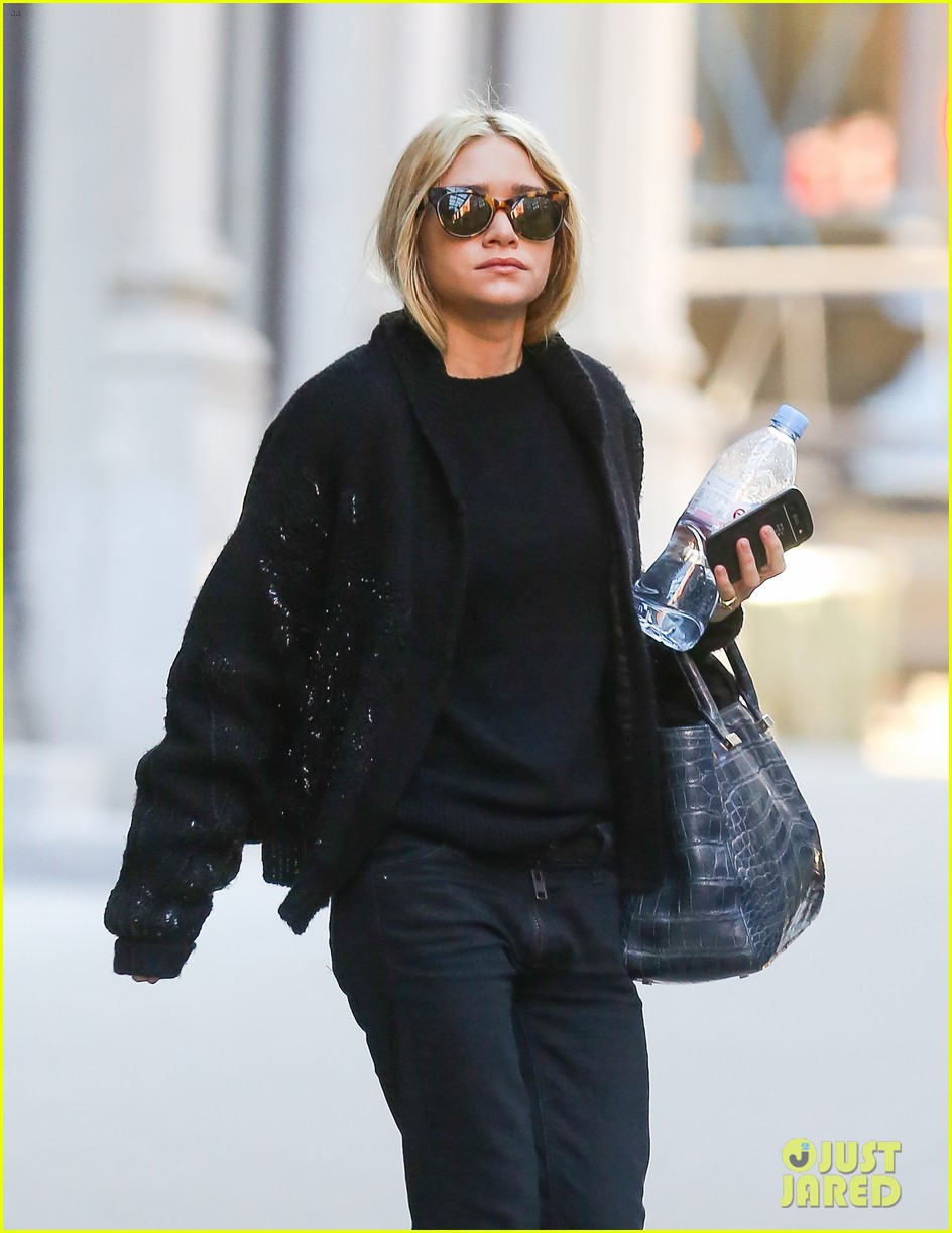 ashley olsen saturday stroll in nyc 05