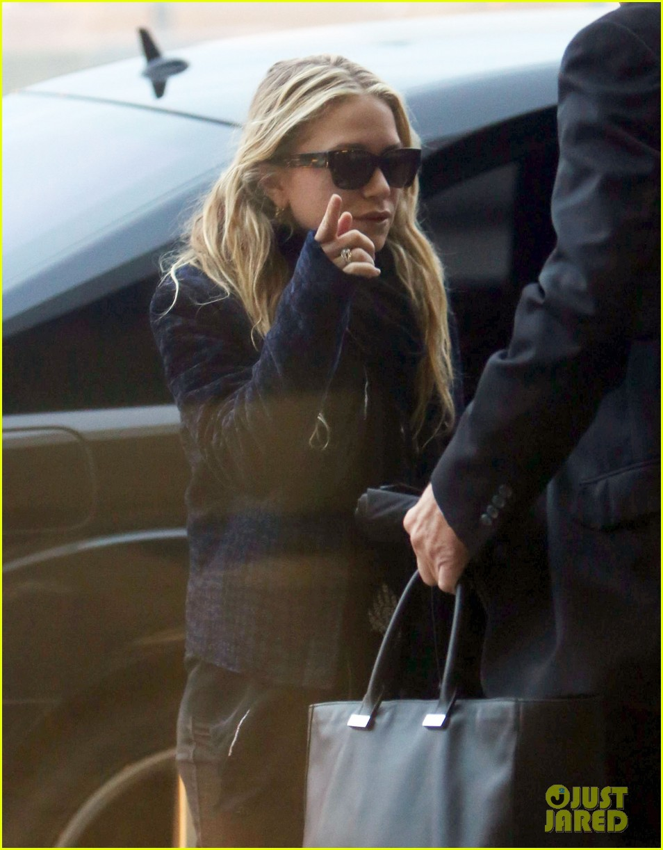 mary kate ashley olsen holidays with the family 052775900