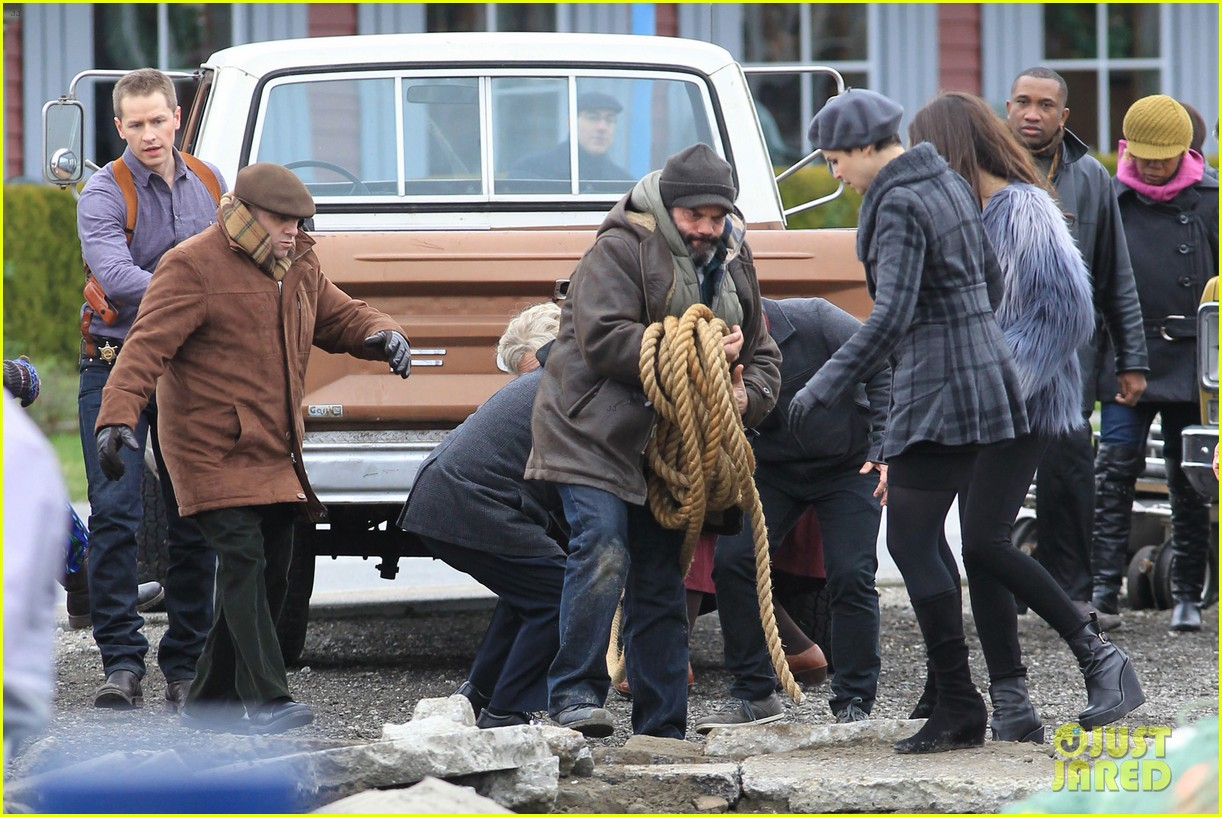 ginnifer goodwin josh dallas kiss set 17
