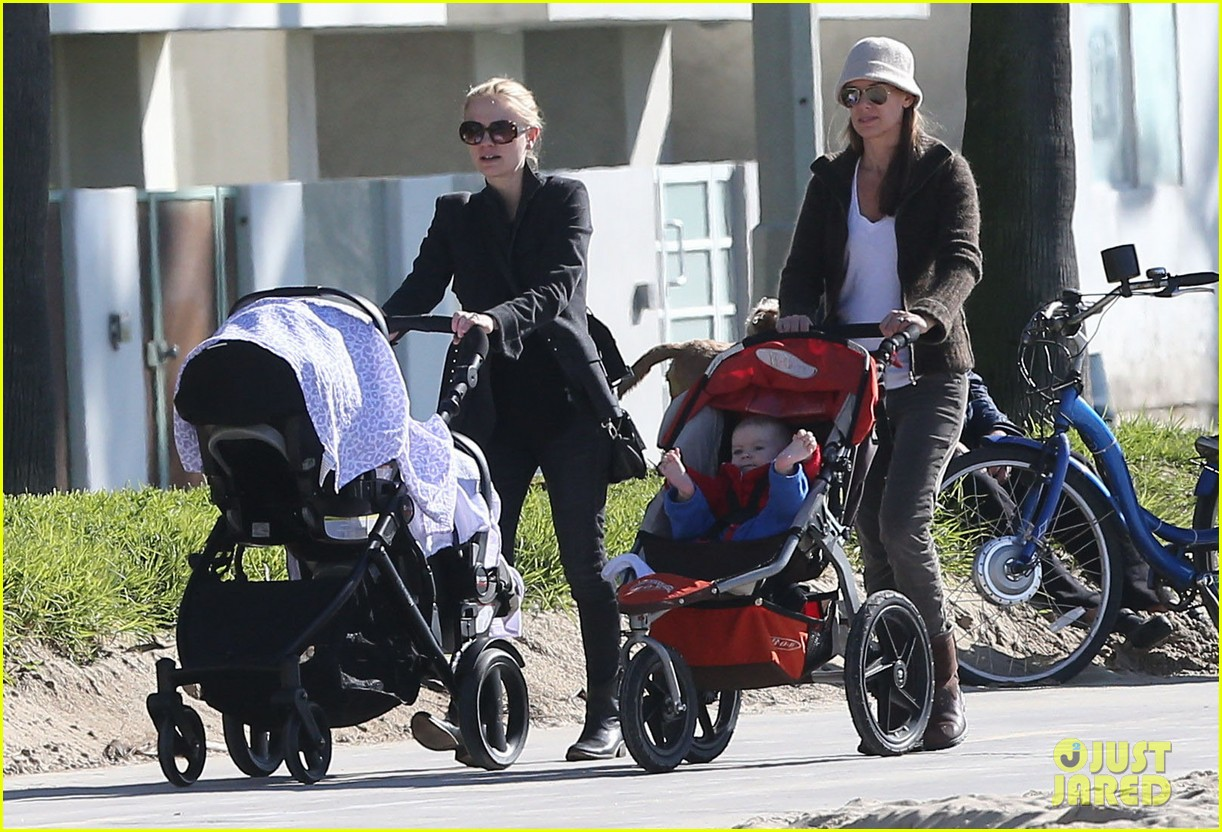 anna paquin venice boardwalk stroll with the twins 07