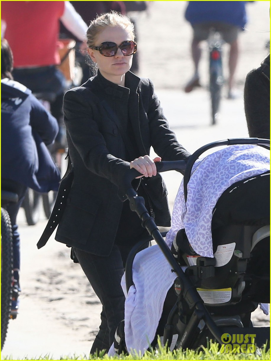 anna paquin venice boardwalk stroll with the twins 14