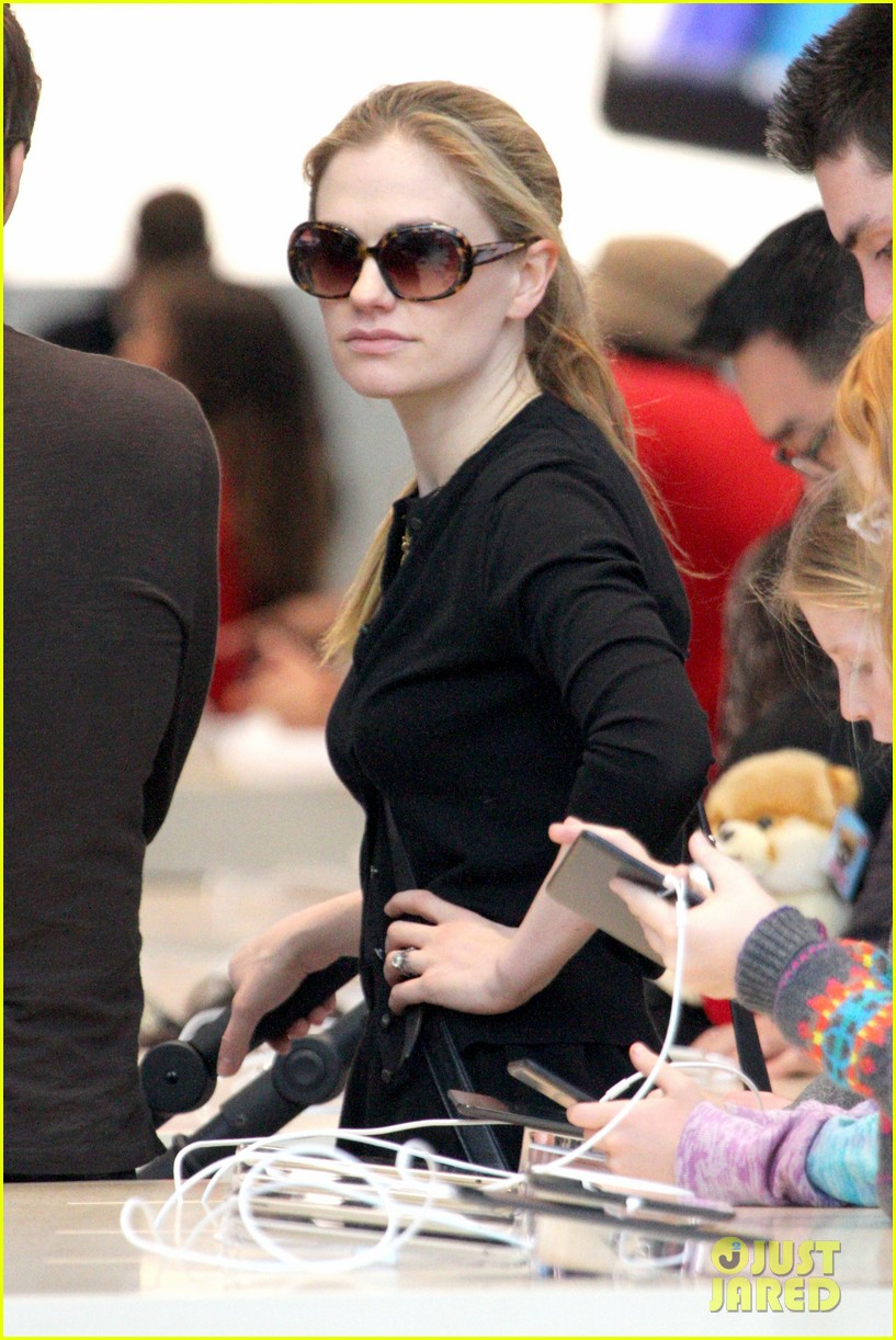anna paquin stephen moyer holiday shopping with the twins 022778698