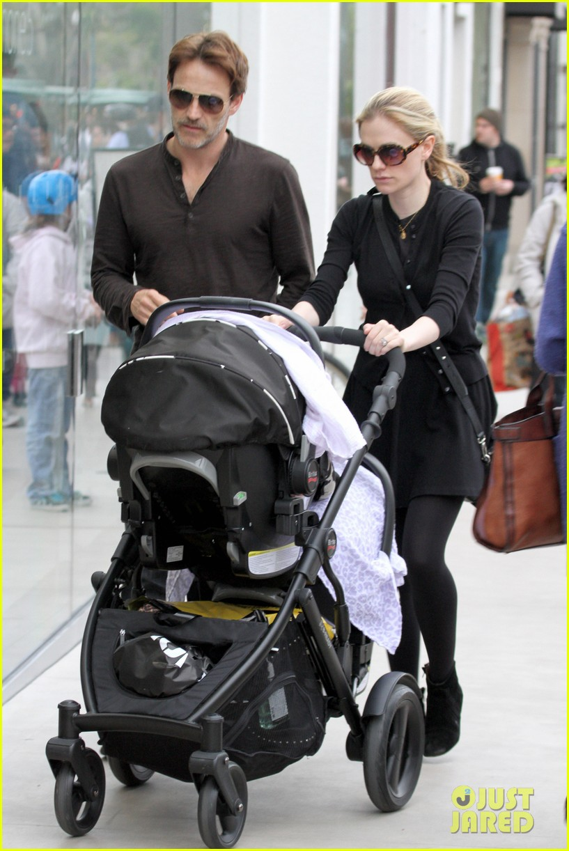 anna paquin stephen moyer holiday shopping with the twins 072778703
