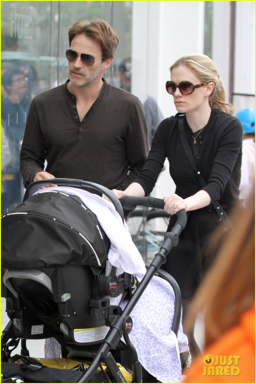 anna paquin stephen moyer holiday shopping with the twins 082778704