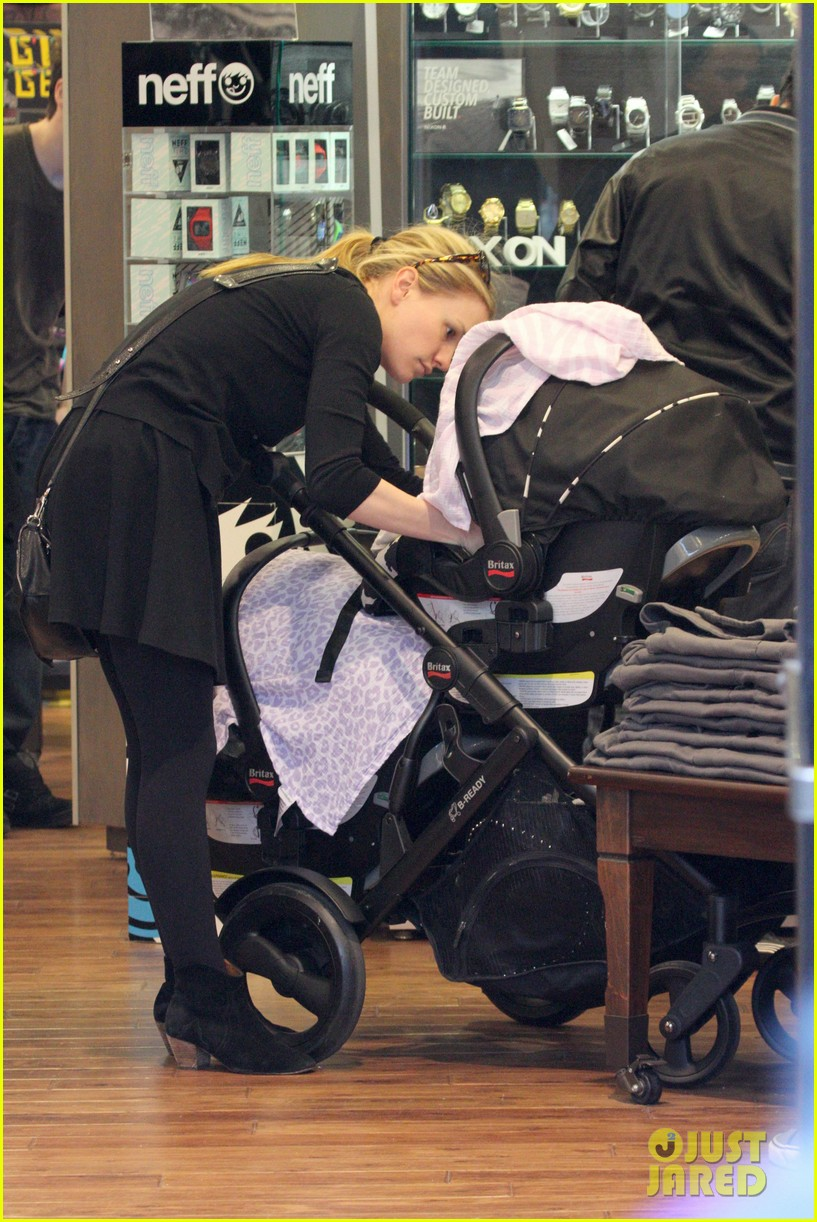 anna paquin stephen moyer holiday shopping with the twins 162778712
