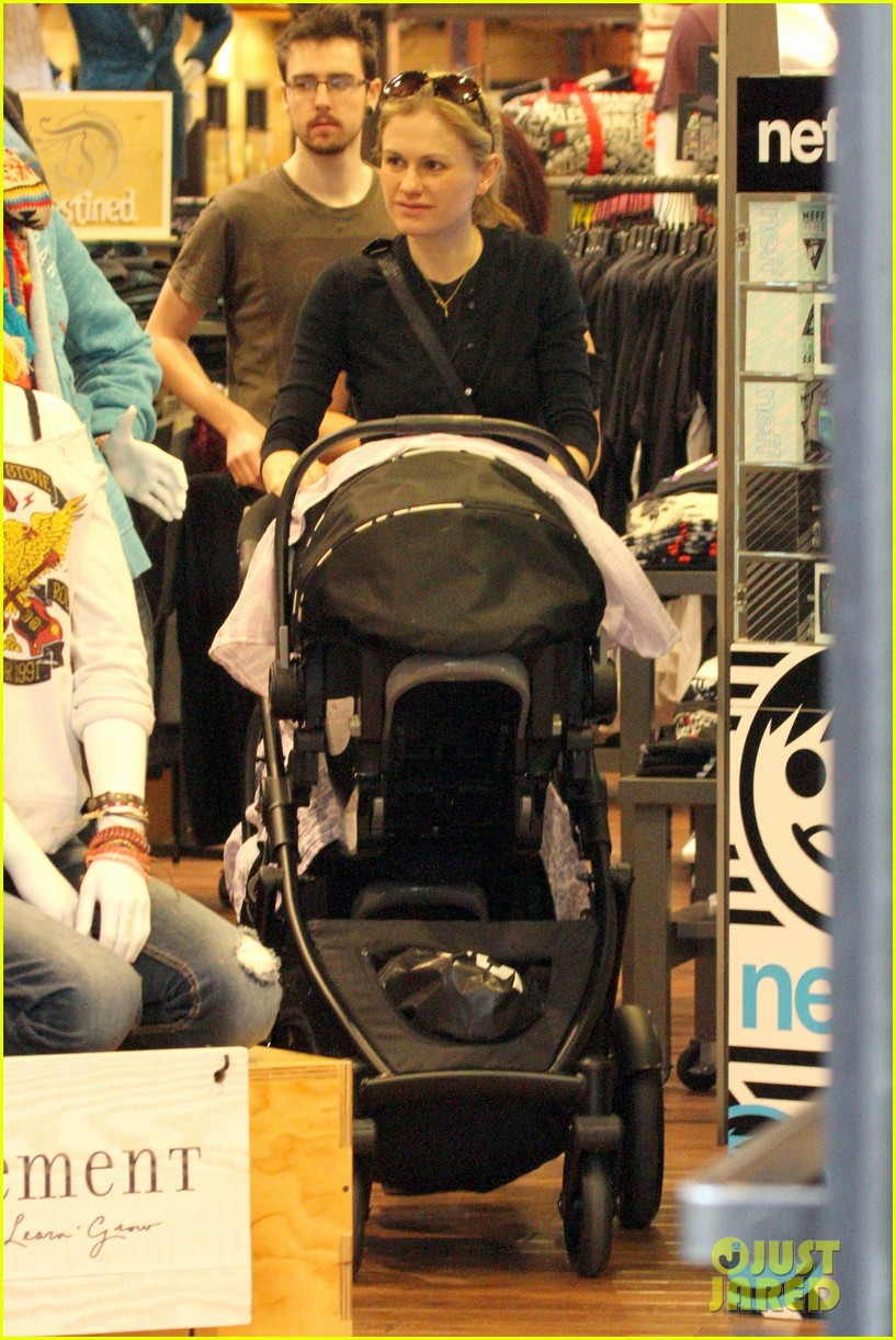 anna paquin stephen moyer holiday shopping with the twins 172778713