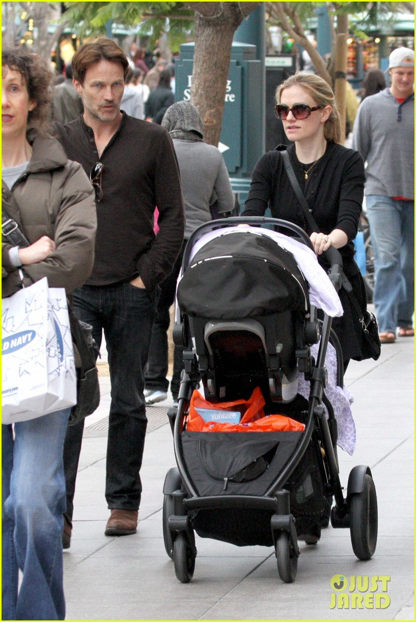 anna paquin stephen moyer holiday shopping with the twins 182778714