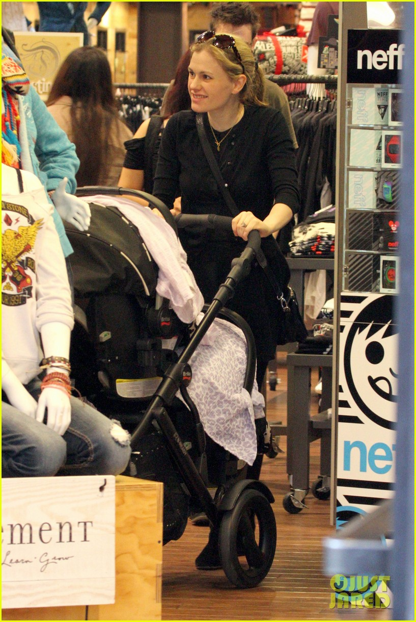 anna paquin stephen moyer holiday shopping with the twins 192778715