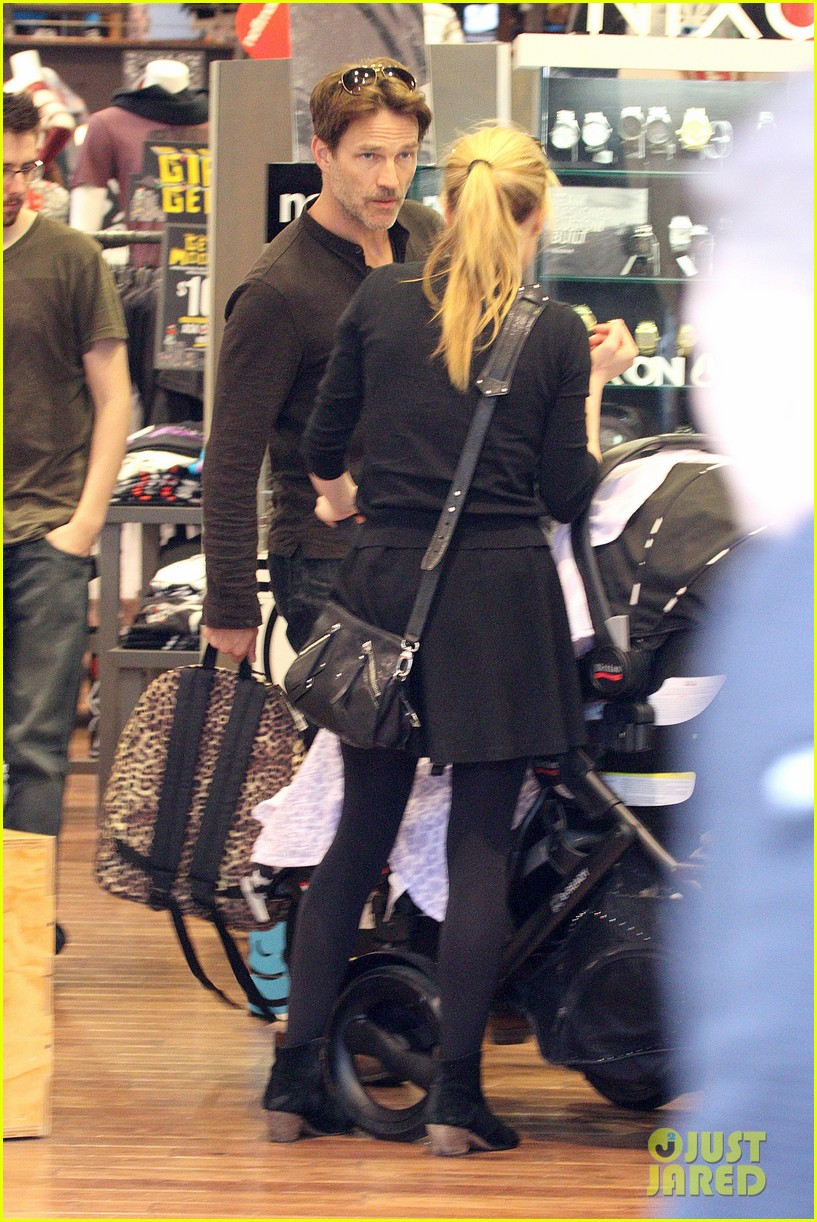 anna paquin stephen moyer holiday shopping with the twins 202778716