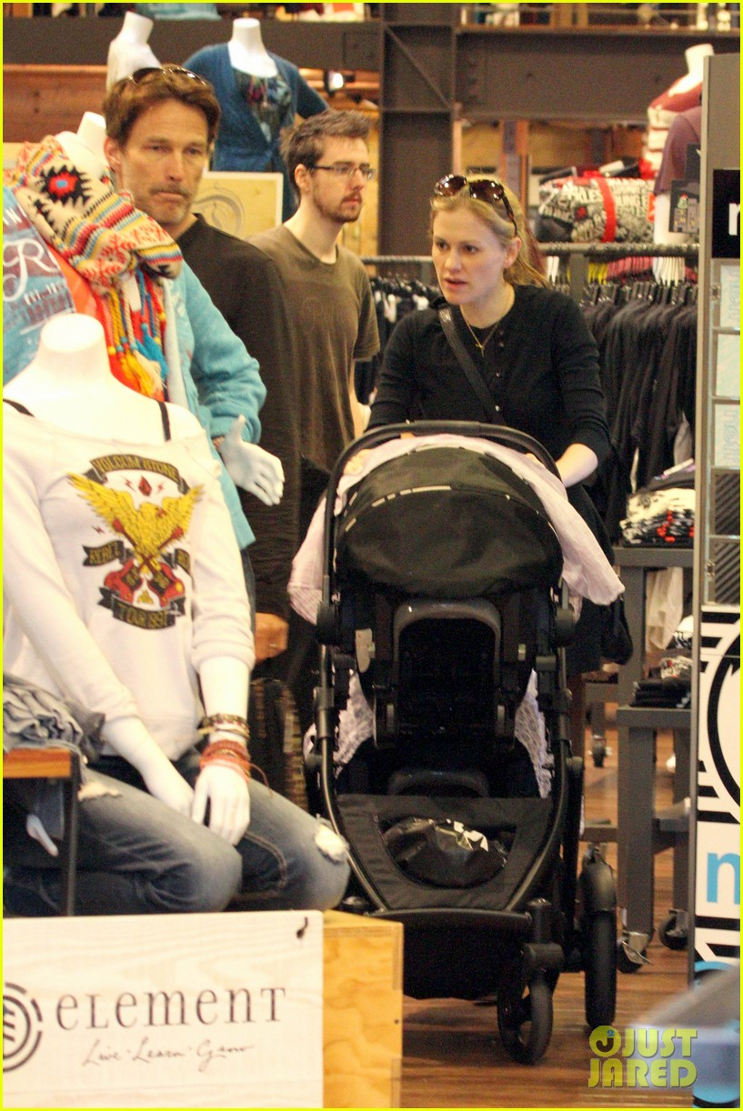 anna paquin stephen moyer holiday shopping with the twins 212778717