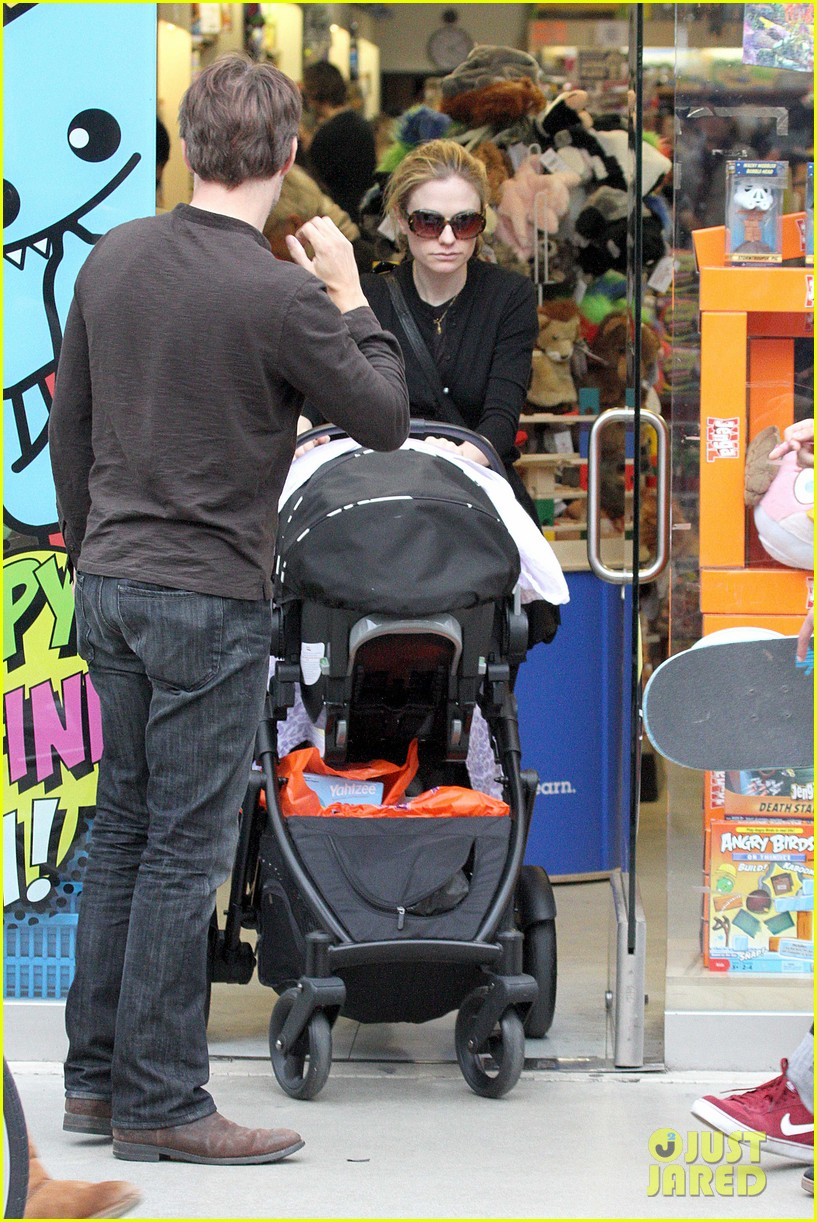 anna paquin stephen moyer holiday shopping with the twins 262778722
