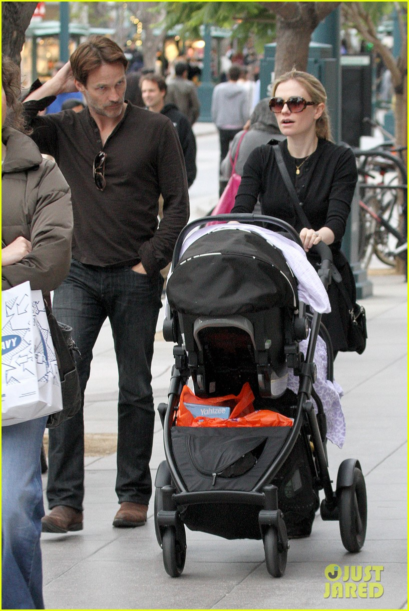 anna paquin stephen moyer holiday shopping with the twins 272778723