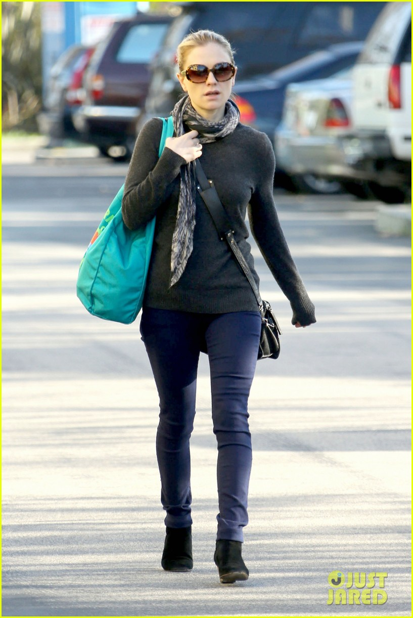 anna paquin farmers market morning 01
