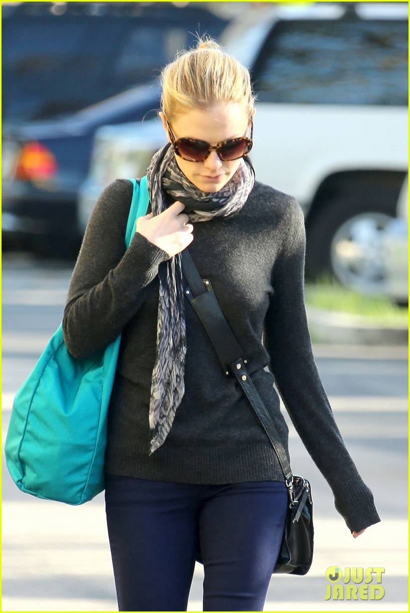 anna paquin farmers market morning 022776059