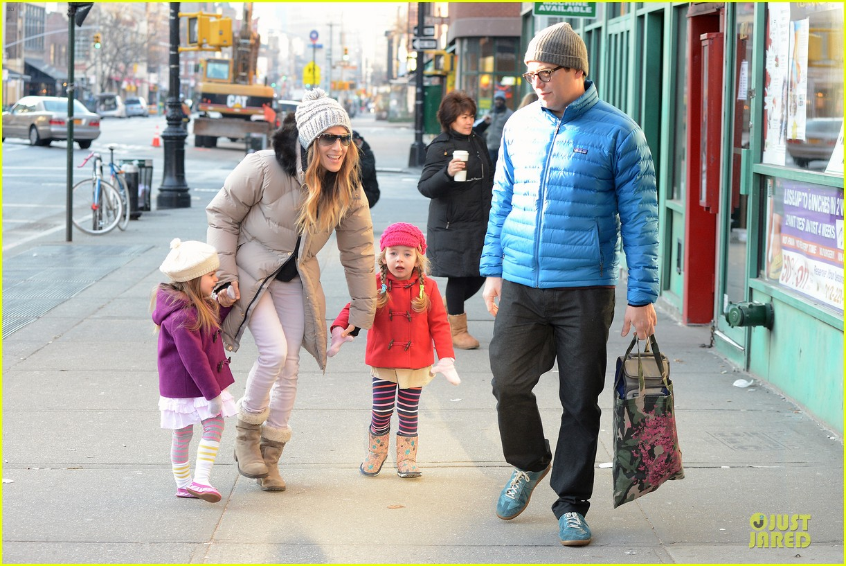 sarah jessica parker & matthew broderick school walk with the twins 082776481