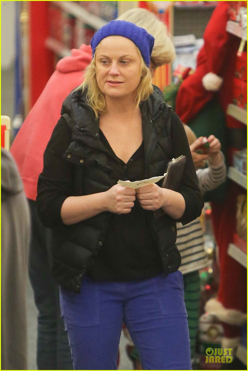 amy poehler holiday shopping with archie 272767166