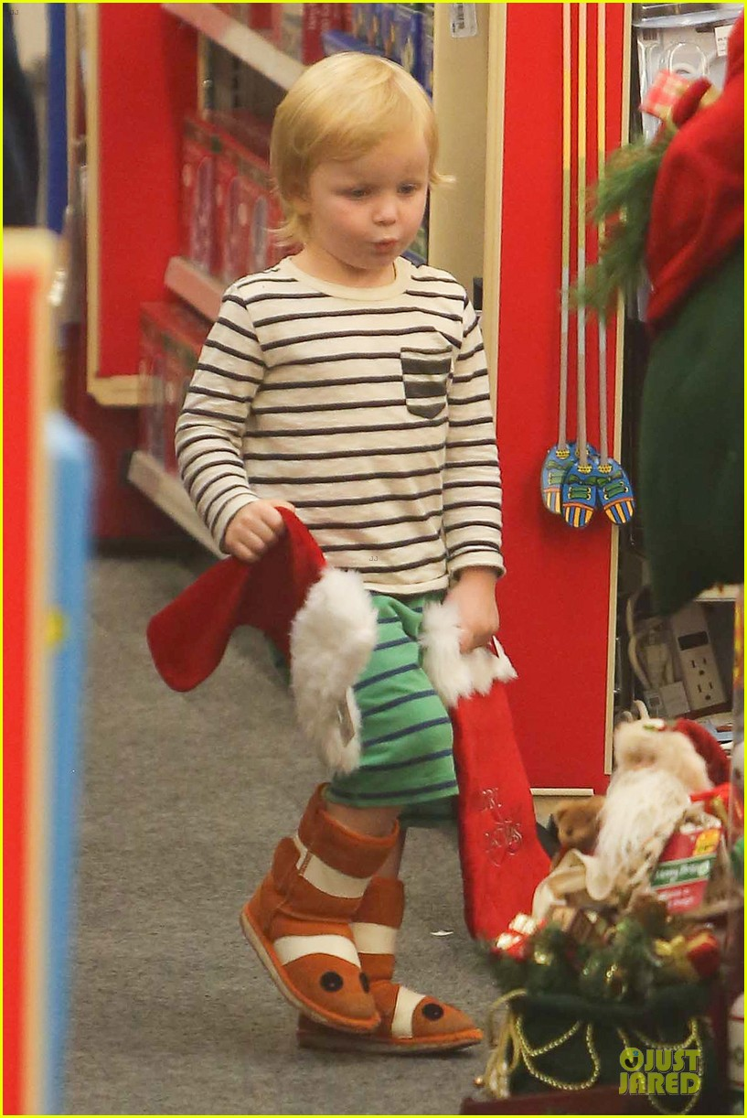 amy poehler holiday shopping with archie 282767167