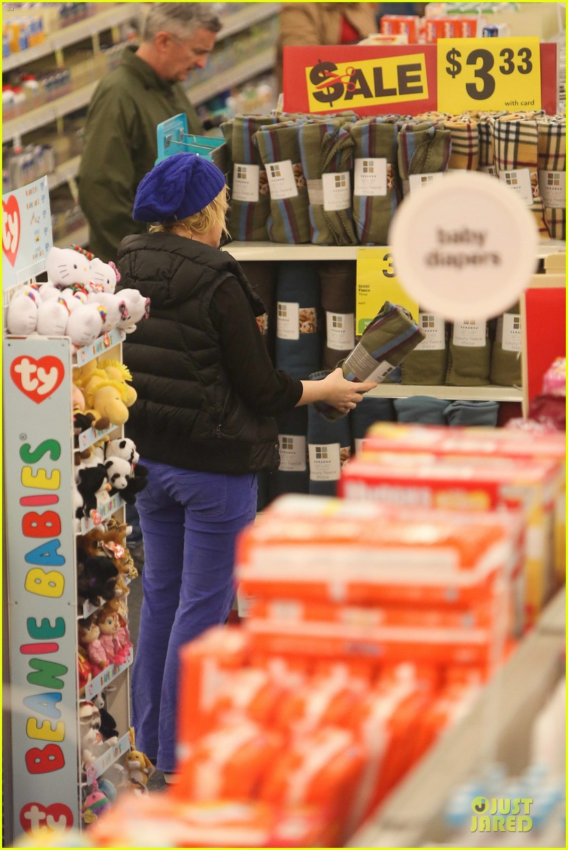 amy poehler holiday shopping with archie 302767169